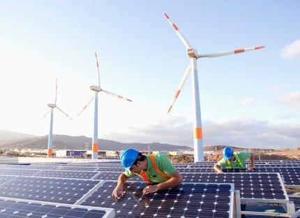 workers solar wind hybrid